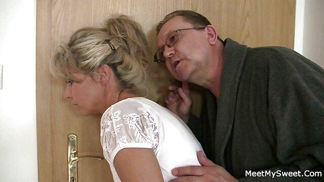 Adulte pas d'inscription  fille blonde pâle se fait baiser film porno en str avec un creampie final