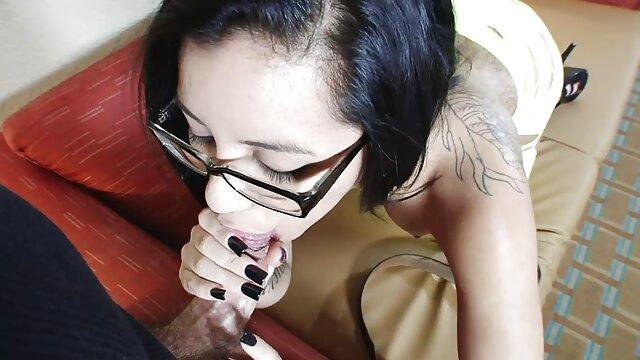 Adulte pas d'inscription  La blonde Larin a la chatte regarder film porno streaming humide qui avale de gros godes brutaux