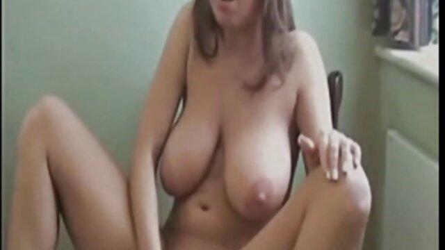 Adulte pas d'inscription  Plantureuse MILF amateur en bas regarder film porno gratuit jouant avec sa chatte rasée