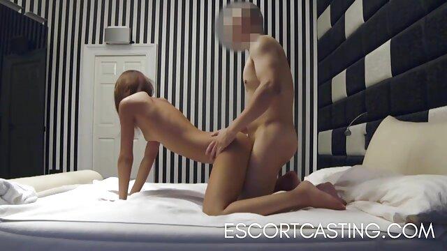 Adulte pas d'inscription  Une ado potelée mignonne baise sa bite noire regarder des films porno gratuitement comme un champion