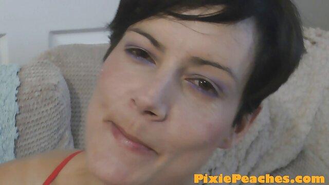 Adulte pas d'inscription  Rozzlyn, infirmière gothique aux gros seins, fait un site film gratuit x contrôle