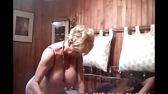 Adulte pas d'inscription  Femme mature suce une bite film complet gratuit porno puis reçoit un soin du visage